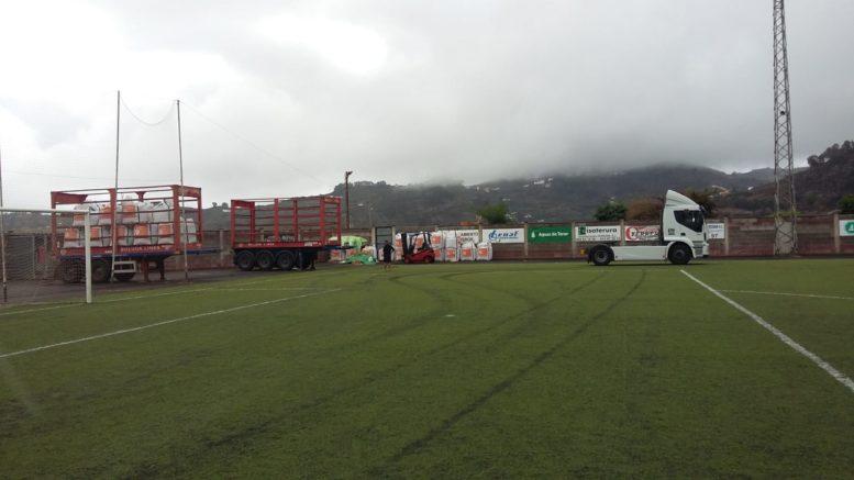Iniciada la instalación del nuevo césped artificial en el Estadio El Pino